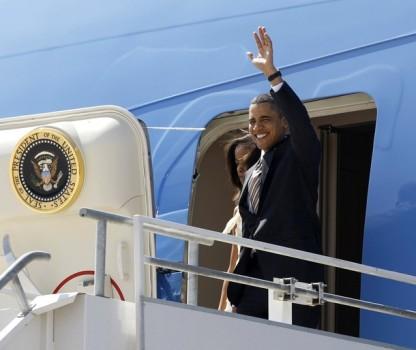 U.S. President Barack Obama and his daughter Malia arrive in Santiago