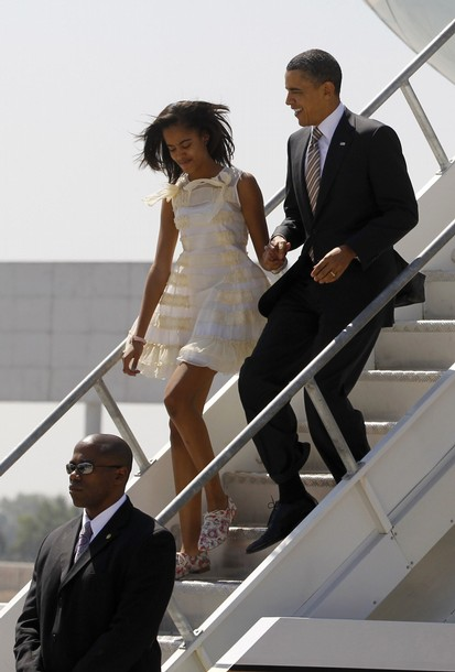U.S. President Barack Obama and family arrive in Santiago