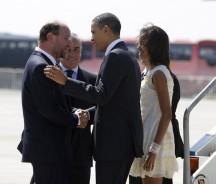 U.S. President Barack Obama and family arrive in Santiago