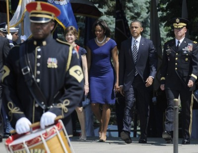 Obama and Horst arrive to lay a Memorial Day wreath at the Tomb of the Unknowns at Arlington Cemetery in Arlington, Virginia