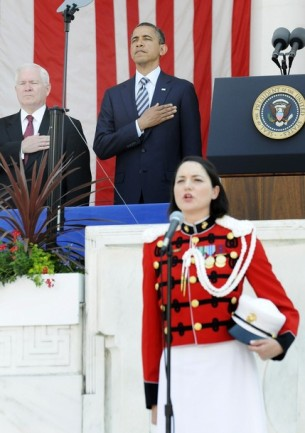 Gates and Obama stand for the national anthem, sung by Dell'Omo, at Memorial Day ceremonies at Arlington Cemetery, Virginia