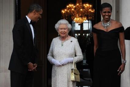 US President Barack Obama (L) and First