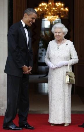 U.S. President Obama welcomes Queen Elizabeth for dinner in London