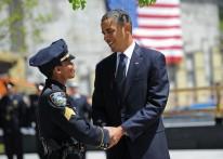 US President Barack Obama (R) speaks wit