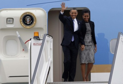 U.S. President Obama and first lady Michelle arrive at Dublin Airport aboard Air Force One