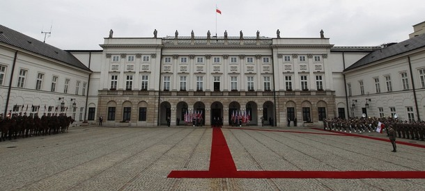 U.S. President Obama is welcomed by Polish President Komorowski at the Presidential Palace in Warsaw