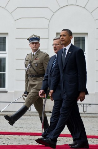 US President Barack Obama (R) walks with