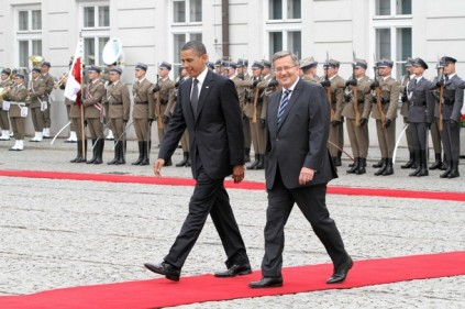 U.S. President Obama and Polish President Komorowski attend a welcome ceremony at the Presidential Palace in Warsaw