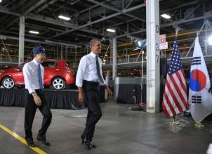 US President Barack Obama(R) and South K