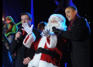 US President Barack Obama sings with San