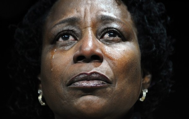 supporter cries as she listens to US P | 3CHICSPOLITICO