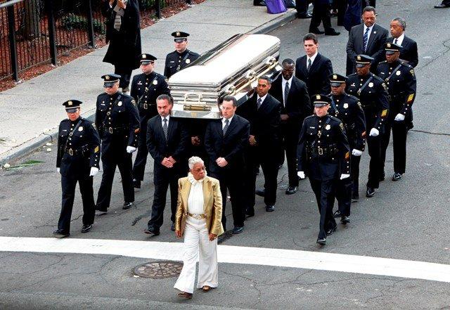 Whitney Houston Funeral Cissy Houston, Dionne ...