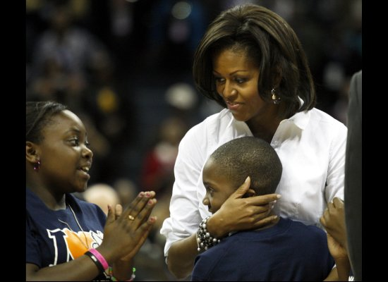 Flotus shoots hoops7