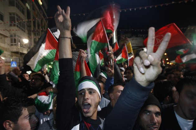 Palestinians celebrate17