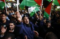 Palestinians celebrate19