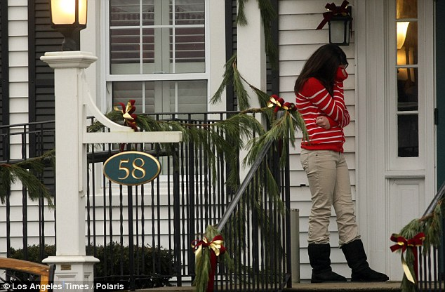 http://ametia.files.wordpress.com/2012/12/a-young-girl-sobs-during-the-funeral-for-sandy-hook-elementary-school-student-jack-pinto.png?w=634