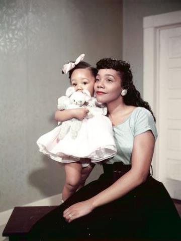 Coretta Scott King and her daughter, Yolanda, in 1958