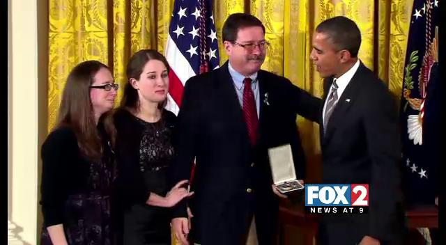 Potus honors fallen Sandy Hook teachers 1