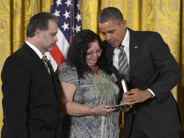 Potus honors fallen Sandy Hook teachers 2