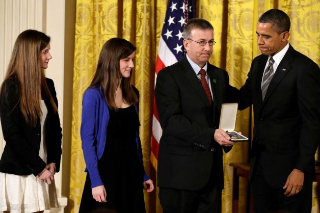 Potus honors fallen Sandy Hook teachers 5