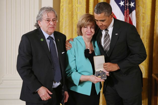 Potus honors fallen Sandy Hook teachers 7