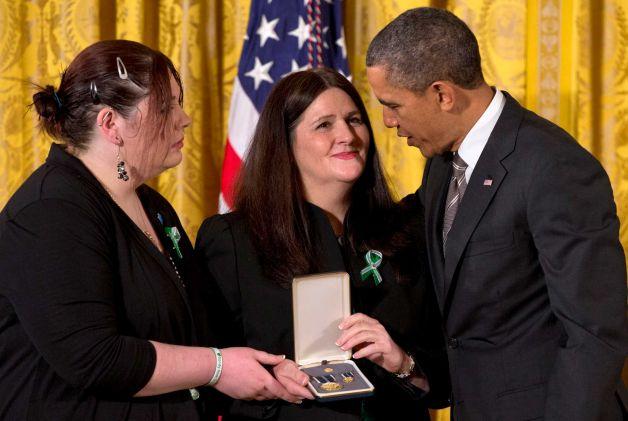 Potus honors fallen Sandy Hook teachers 8