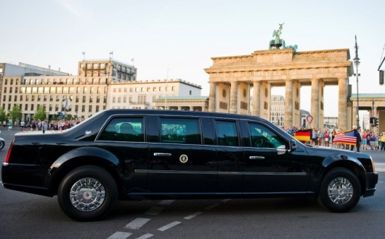 The limousine carrying US President Barack Obama drives by the Brandenburg Gate after their arrival in Berlin, Germany, 18 June 2013. Photo: Ole Spata/dpa