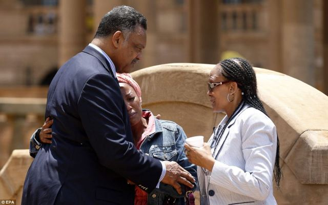 Mandela Lies In State85