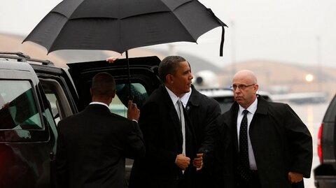 President Obama arrives for Mandela's memorial service