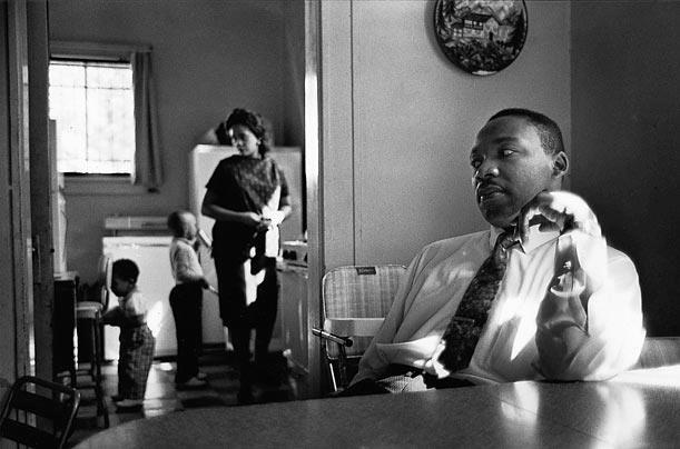 Dr King with his wife Coretta and his kids in the kitchen