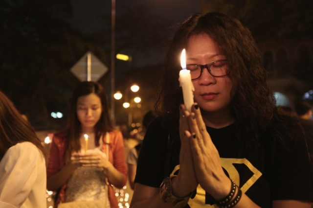 Malaysians pray during a candlelight vigil for the passengers of Malaysia Airlines MH370 near Dataran Merdeka in Kuala Lumpur March 10, 2014. — Picture by Saw Siow Feng