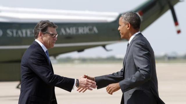 Rick Perry shaking hands with Potus