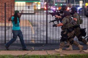 Police vs black citizens in ferguson3
