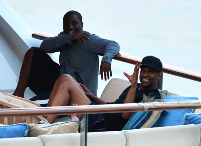 Denzel Washington Hits Portofino With His Family!