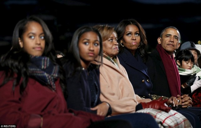 2F09AA4A00000578-3345229-The_Obamas_sit_together_to_watch_the_National_Christmas_Tree_Lig-a-23_1449186146596