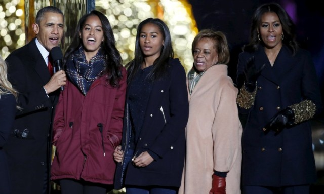 U.S. President Barack Obama, first lady Michelle Obama (R), their daughters Malia (2nd L) and Sasha, and President Obama's mother-in-law Marian Robinson sing Christmas carols during the National Christmas Tree Lighting and Pageant of Peace ceremony on the Ellipse near the White House in Washington December 3, 2015. REUTERS/Yuri Gripas
