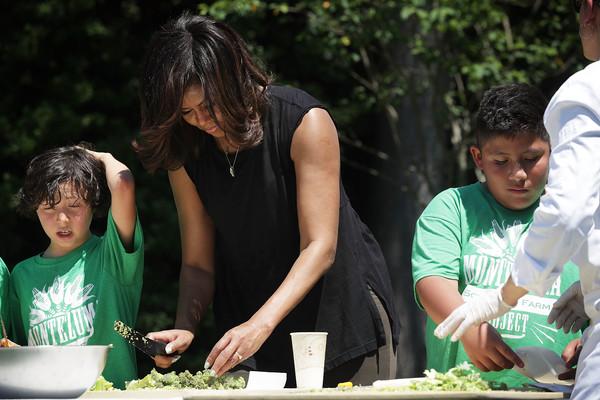 Michelle+Obama+Michelle+Obama+Students+Harvest+6sEUcbRIIBpl