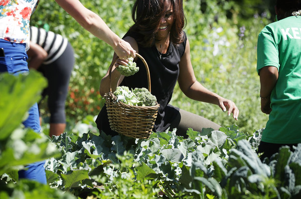 Michelle+Obama+Michelle+Obama+Students+Harvest+udzEAEbZc6bl