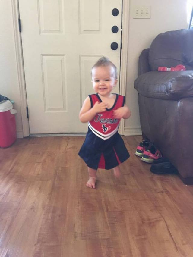 parker-cheerleading-for-texans
