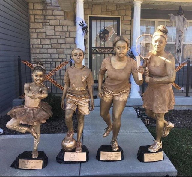 these-young-ladies-killed-their-halloween-costumes-as-trophies