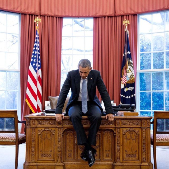 potus-and-resolute-desk