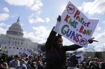 Washington, DC High School student Sara Durbin joins with other students walking out of classes to demand stricter gun laws outside the U.S. Capitol in Washington, U.S., March 14, 2018. REUTERS/Jim Bourg - HP1EE3E16AB6K