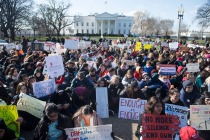 Thousands of local students sit for 17 minutes in honor of the 17 students killed last month in a high school shooting in Florida, during a nationwide student walkout for gun control in front the White House in Washington, DC, March 14, 2018. / AFP PHOTO / SAUL LOEB (Photo credit should read SAUL LOEB/AFP/Getty Images)