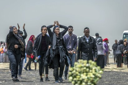 Ethiopians mourn crash victims 2